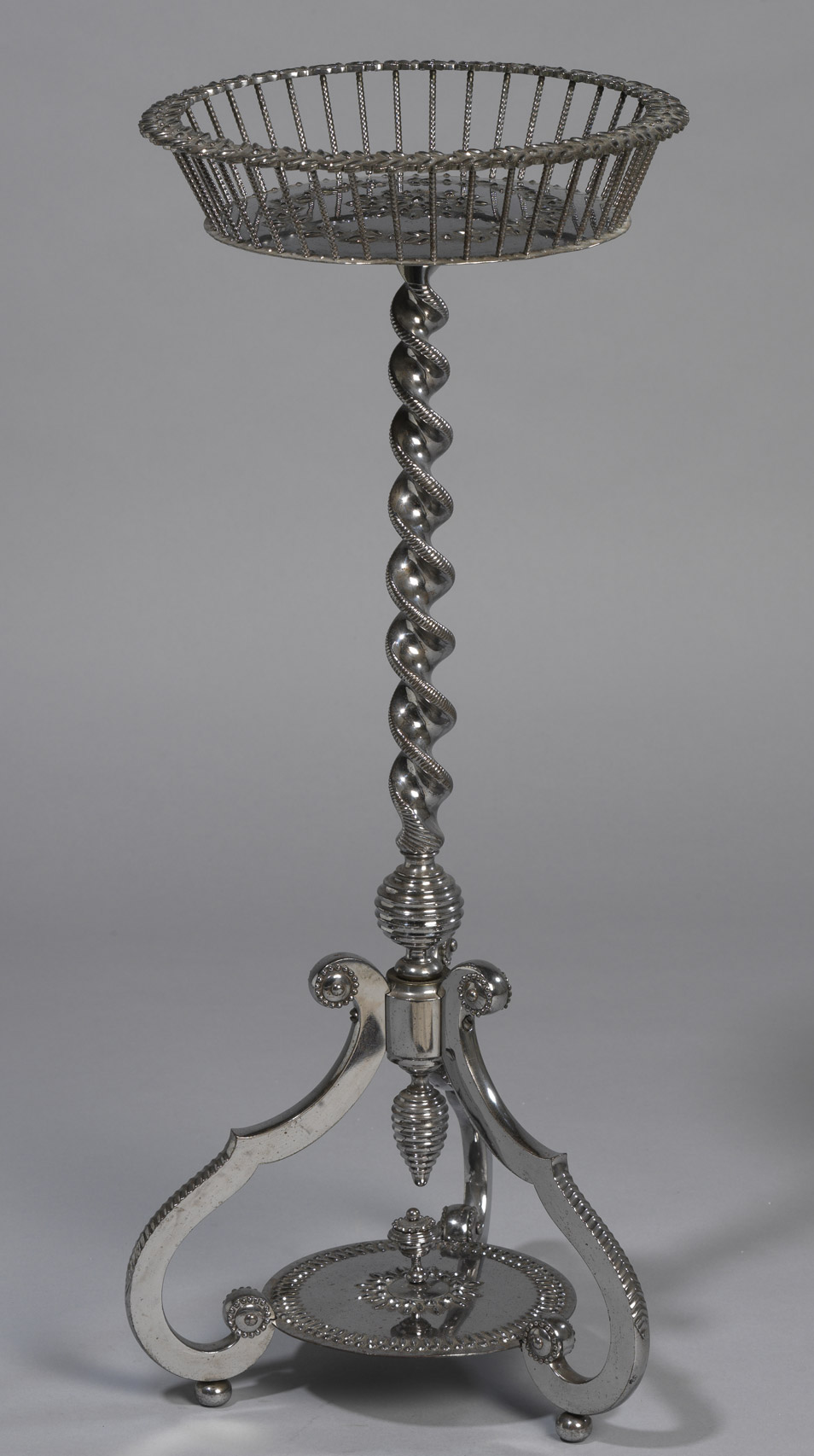 Petit guéridon formant table tricoteuse - Patrimoine Charles-André COLONNA WALEWSKI, en ligne directe de Napoléon