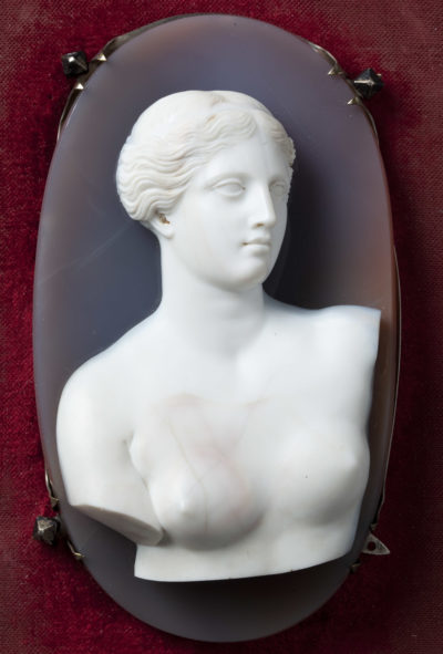 Grand camée d'après le buste de la Vénus de Milo - Patrimoine Charles-André COLONNA WALEWSKI, en ligne directe de Napoléon