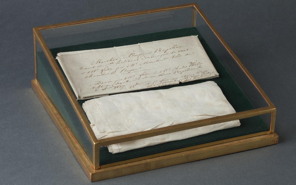 Mouchoir de Napoléon à Sainte-Hélène - Patrimoine Charles-André COLONNA WALEWSKI, en ligne directe de Napoléon