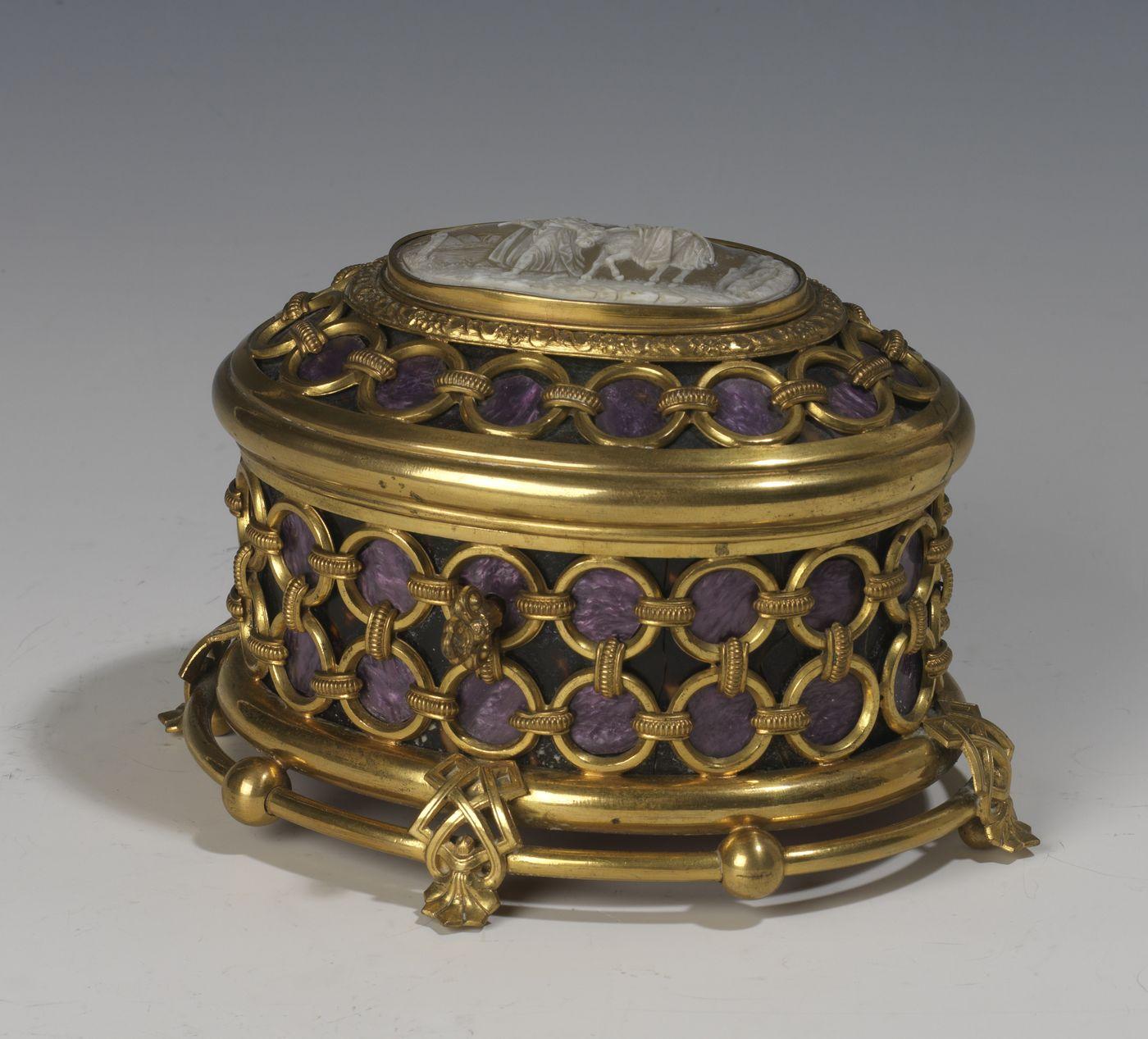 Boite à décor d'anneaux en laiton - Patrimoine Charles-André COLONNA WALEWSKI, en ligne directe de Napoléon