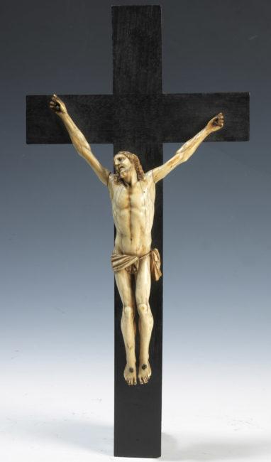 Crucifix en ivoire - Patrimoine Charles-André COLONNA WALEWSKI, en ligne directe de Napoléon