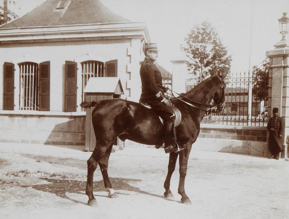 Photographie de Charles Walewski à cheval - Patrimoine Charles-André COLONNA WALEWSKI, en ligne directe de Napoléon