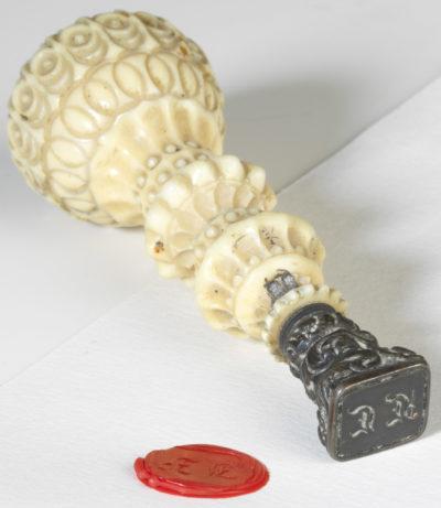 Cachet en ivoire sculpté, initiales JF - Patrimoine Charles-André COLONNA WALEWSKI, en ligne directe de Napoléon