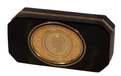 Boîte de présent à l'effigie de Pauline - Patrimoine Charles-André COLONNA WALEWSKI