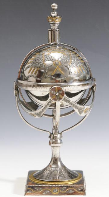 Trois encriers-calendriers en acier poli de Toula - Patrimoine Charles-André COLONNA WALEWSKI, en ligne directe de Napoléon